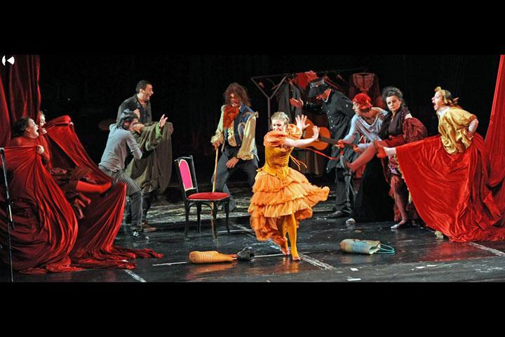 3.predstava-Zivotot-na-Molier-Skopje-2012.
